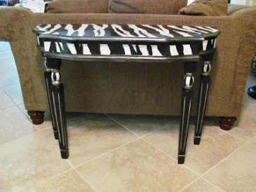 zebra table 012